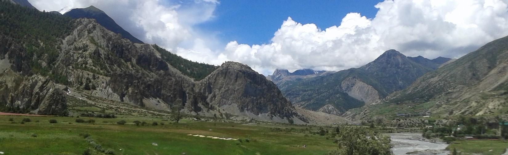 valley-of-manang-seen-from-braka-annapurna circuit